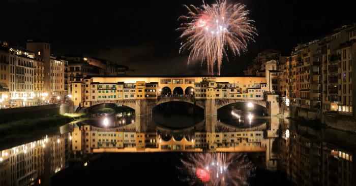 df337320f1b6 Nytår fyrværkeri over Firenze Ponte Vecchio broen   Wikimedia commons