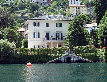 Clooney mette in vendita la villa sul lago foto for Case in vendita new york manhattan