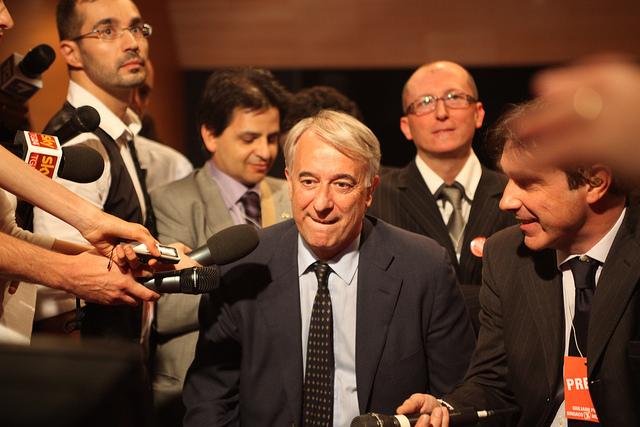 pisapia nella conferenza stampa dopo la vittoria. foto di bruno cordioli