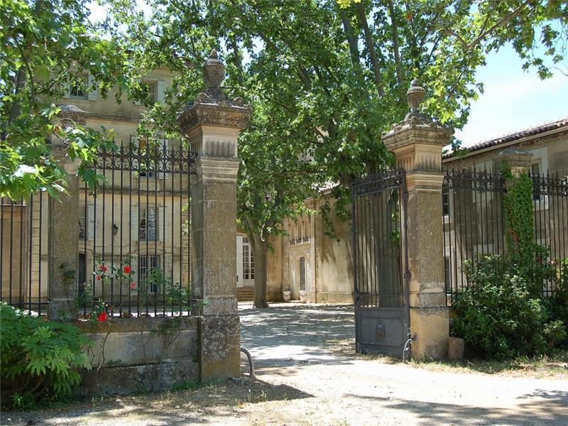 Case da sogno castello del 17 secolo in provenza for Scaffali di campagna francese