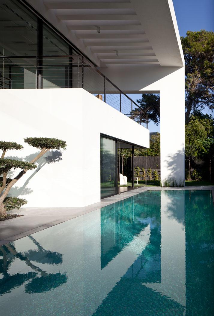 Case da sogno bauhaus contemporaneo immerso nella storia for Due case di tronchi storia