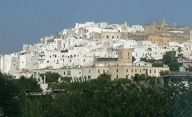 una veduta della città bianca di ostuni. foto: david.orban (flickr.com cc)