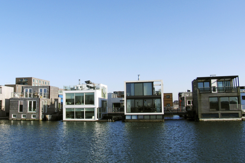 Architetti famosi le case anfibio sulle isole artificiali for Case realizzate da architetti