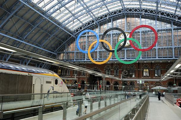 i cerchi olimpici alla stazione st. pancrace di londra
