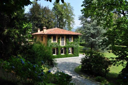 Casa del week end villa del 700 immersa in un parco for Piani di casa sul lago per lotti ripidi