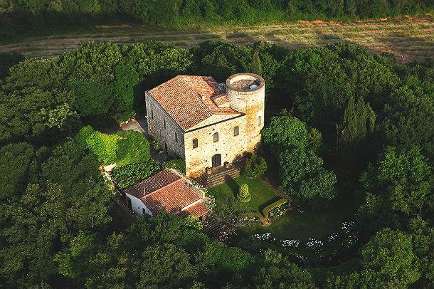 Casa da sogno un castello medievale immerso nel verde for Casa della piastrella firenze