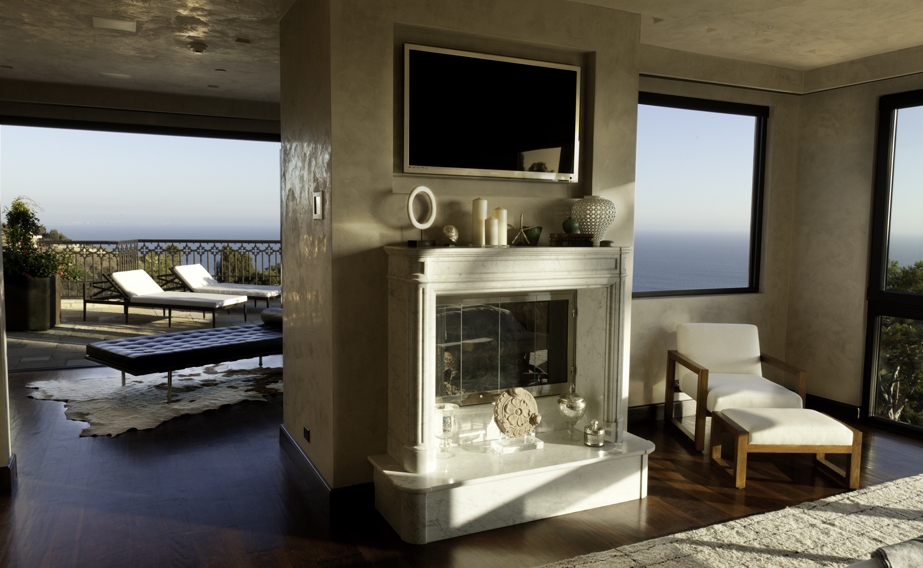 Casa da sogno una villa da cinema sulla spiaggia dei for Arredamenti di interni di lusso