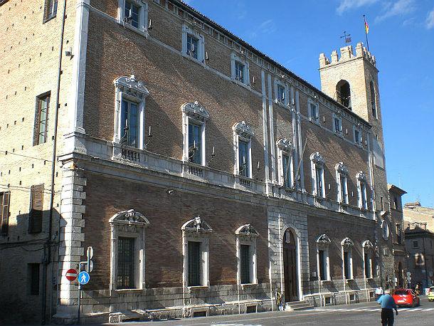il comune di osimo. foto: parsifal (wikicommons cc)