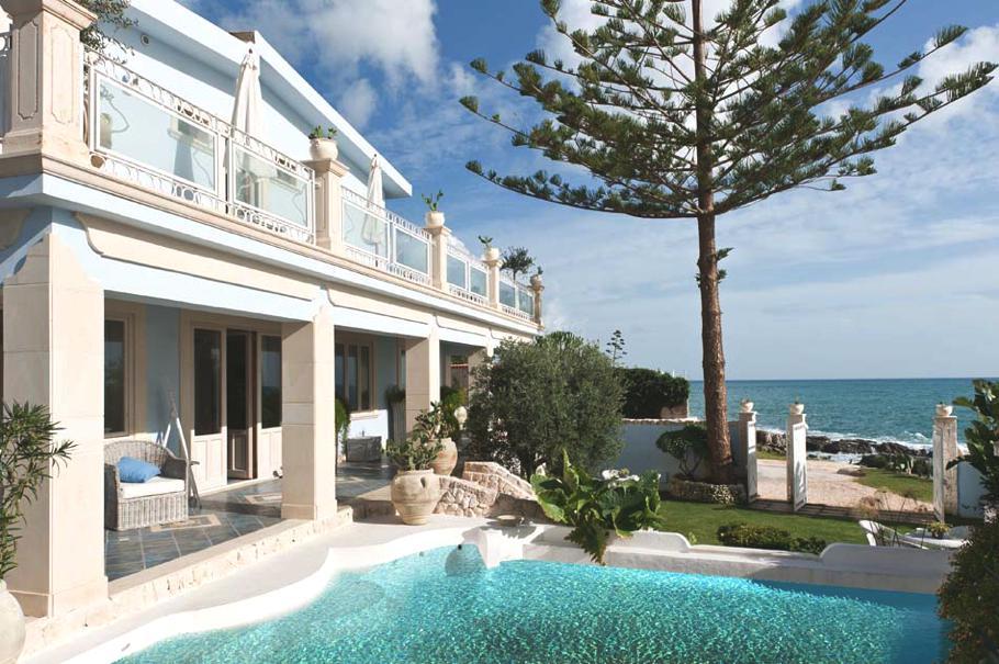 Casa da sogno lo charme di villa antares tra le spiagge for Gli interni delle case piu belle d italia