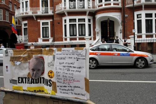 la sede dell'ambasciata ecuatoriana a londra dove si trova assange