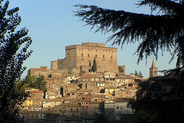 il castello orsini di soriano nel cimino (foto: StefanoRomeTour flickr.com cc)