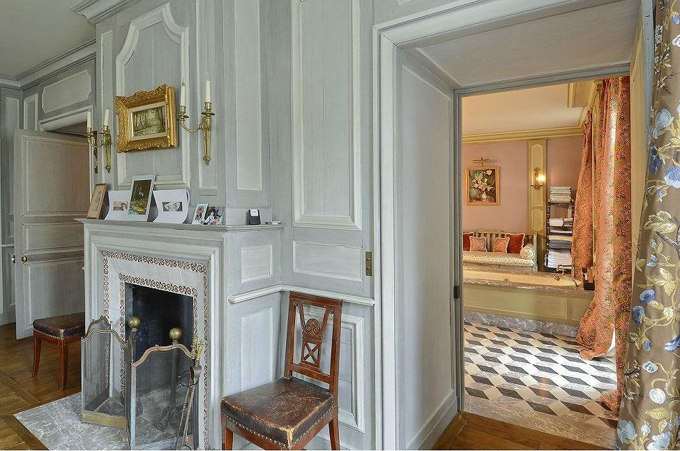 Case da sogno l 39 eleganza parigina di una villa nascosta for Case eleganti interni