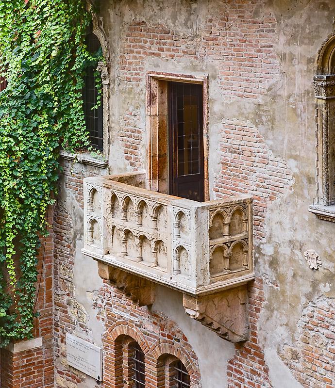 Hotel speciali, davanti al balcone dove romeo dichiarò il suo amore ...