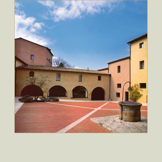Un 39 abbazia toscana dell 39 xi secolo per il ritiro del for Sauna del cortile chiavi