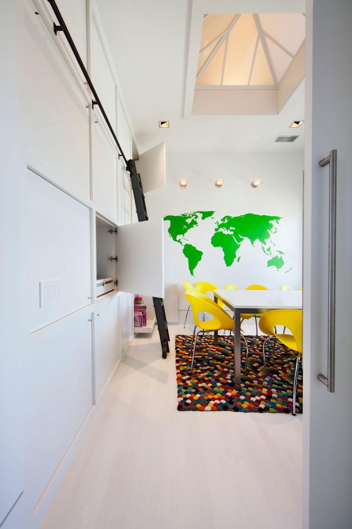 Case da sogno un 39 abitazione sobria che nasconde interni for Interni colorati casa