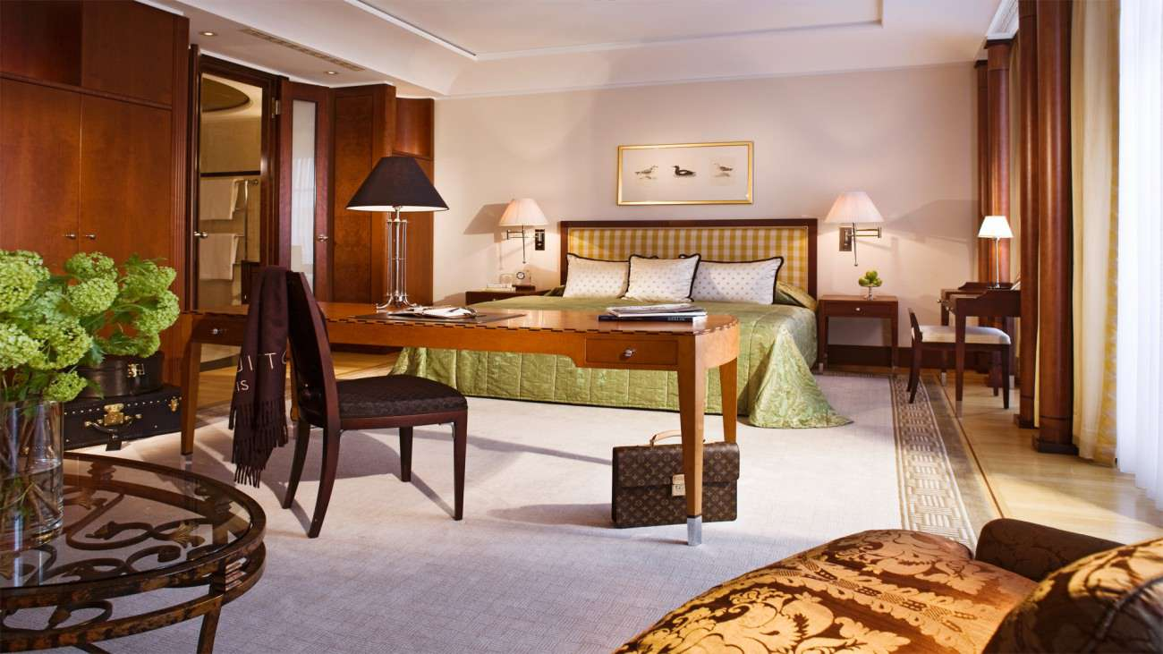 Eleganza sobria a berlino l 39 hotel con vista sulla porta for Design hotel brandenburg