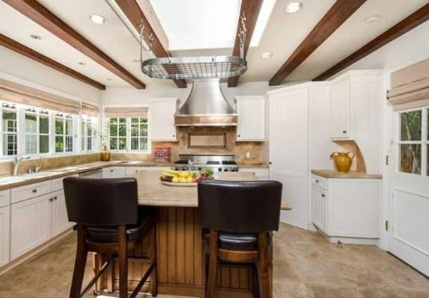 La villa hollywoodiana di jodie foster messa in vendita for Case in stile ranch da milioni di dollari