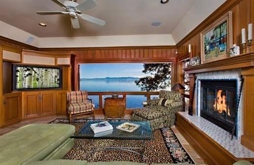 Una villa rustica ai piedi del lago tahoe negli stati for Cabina nel noleggio lago tahoe