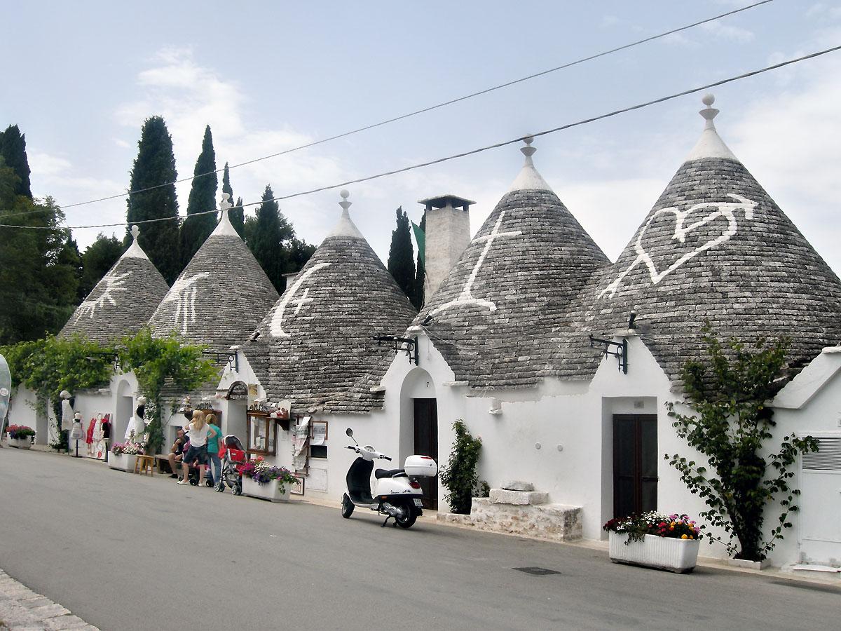 Alberobello la citt dei trulli da comunit contadina a for Case tradizionali italiane