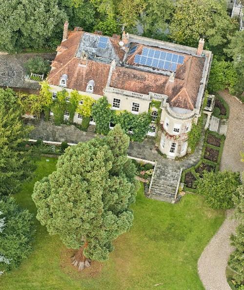 Il prezioso regalo di george clooney per amal una villa for Rimodella a forma di ranch della casa