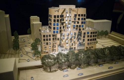 L 39 edificio a forma di cartone bagnato di frank gehry l for Piani di costruzione dell edificio