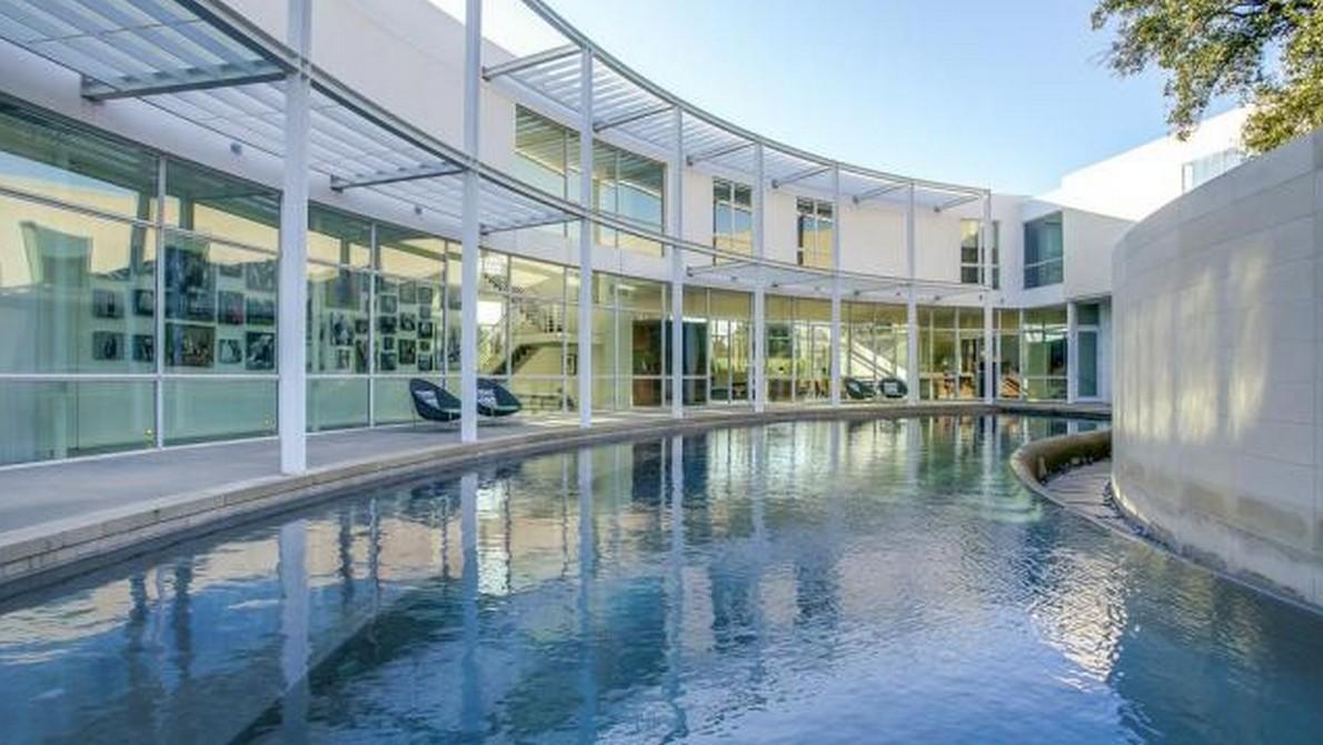 A dallas una lussuosa casa a forma di mezzaluna for Piani quadrati a forma di casa