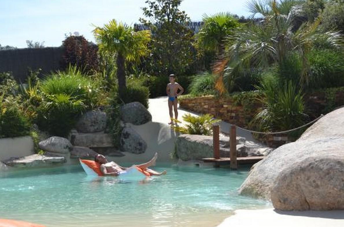 Piscine da sogno rilassarsi come in spiaggia ma senza for Modelos de piscinas con jacuzzi