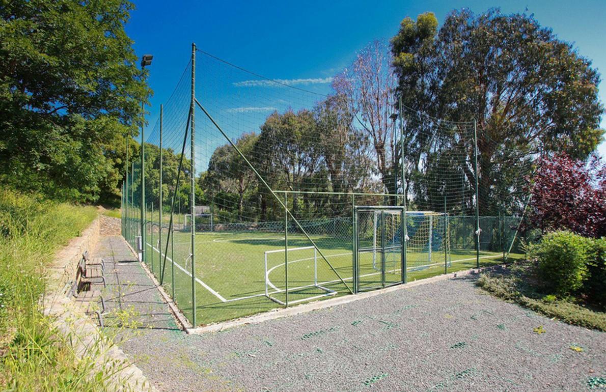In toscana per scoprire una sorprendente villa con piscina e campo da calcio fotogallery - Piscina hidron campi ...
