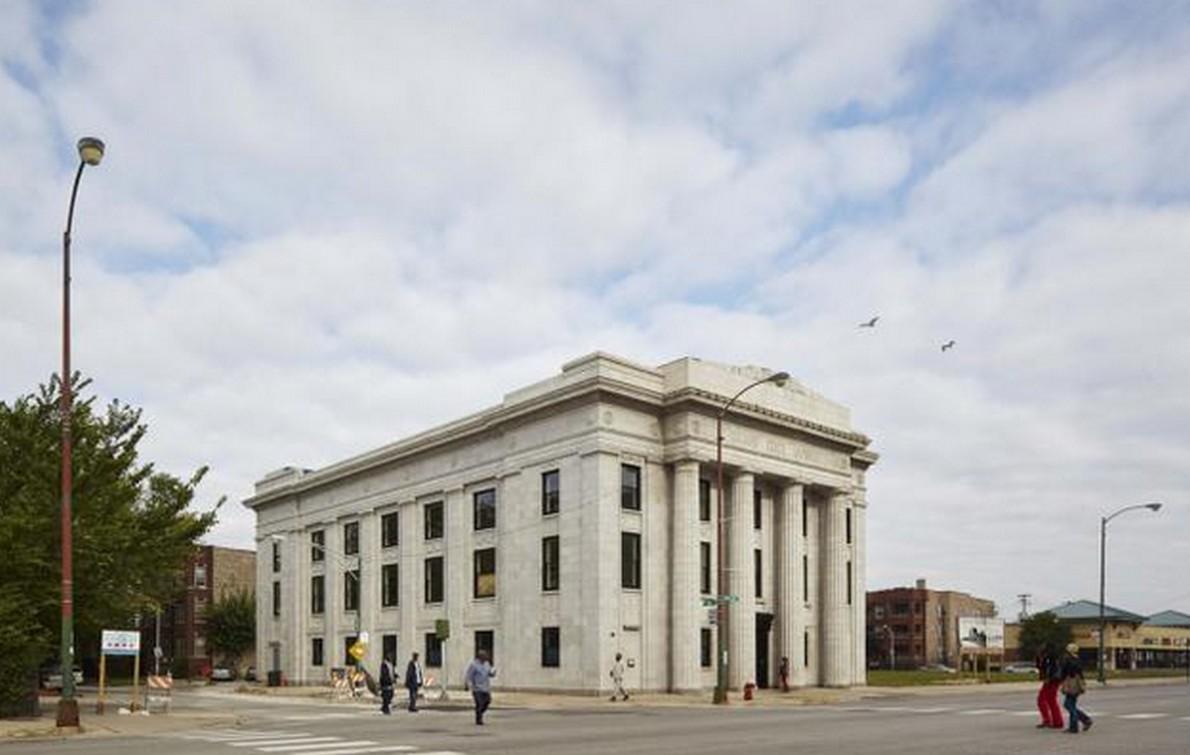L'edificio della banca ristrutturato