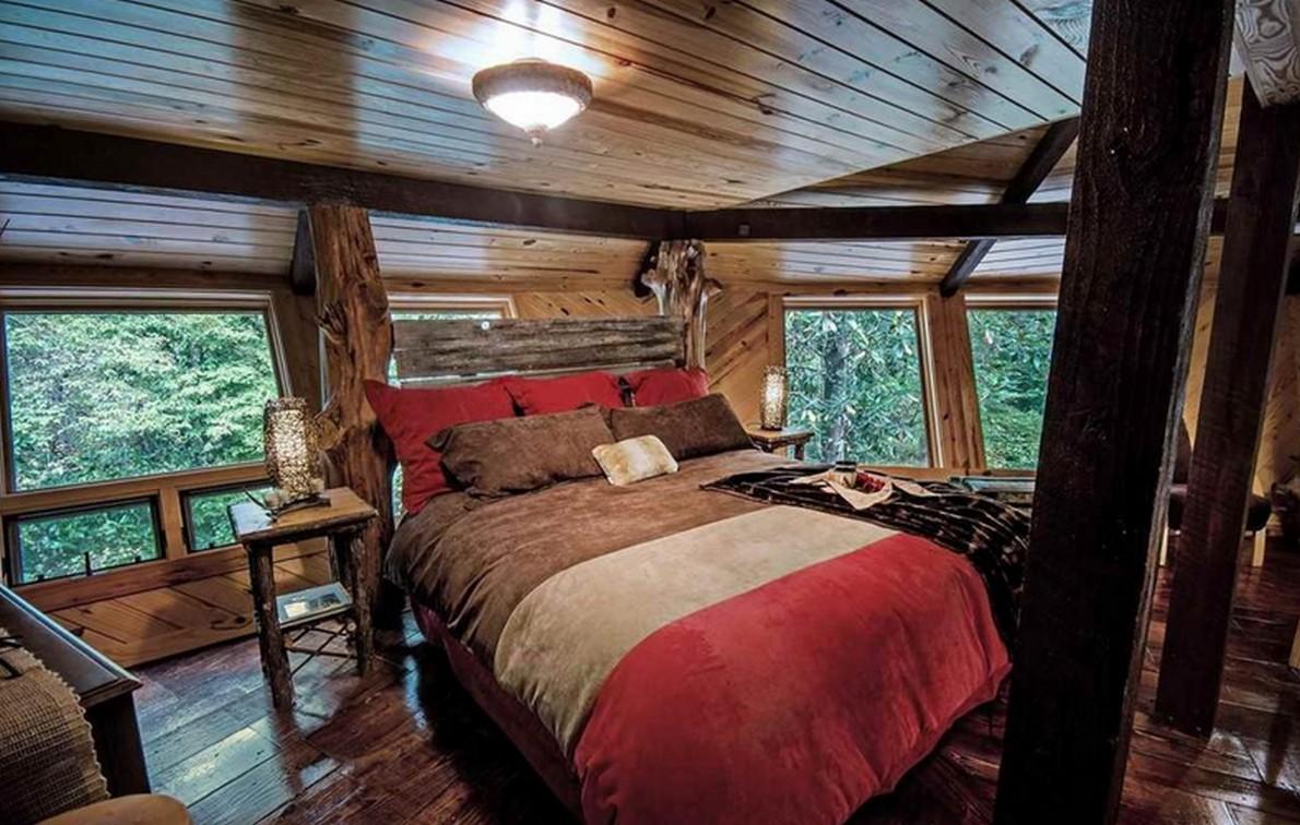 la stanza da letto della casa sull'albero