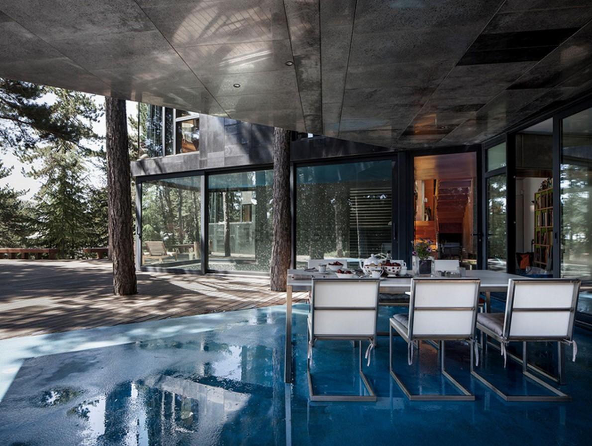 La piscina interna della casa
