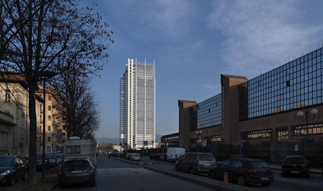 un'immagine del grattacielo Sanpaolo a Torino