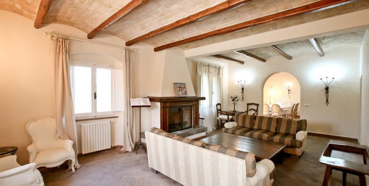 Un'immagine del casale di Pino Daniele in Toscana