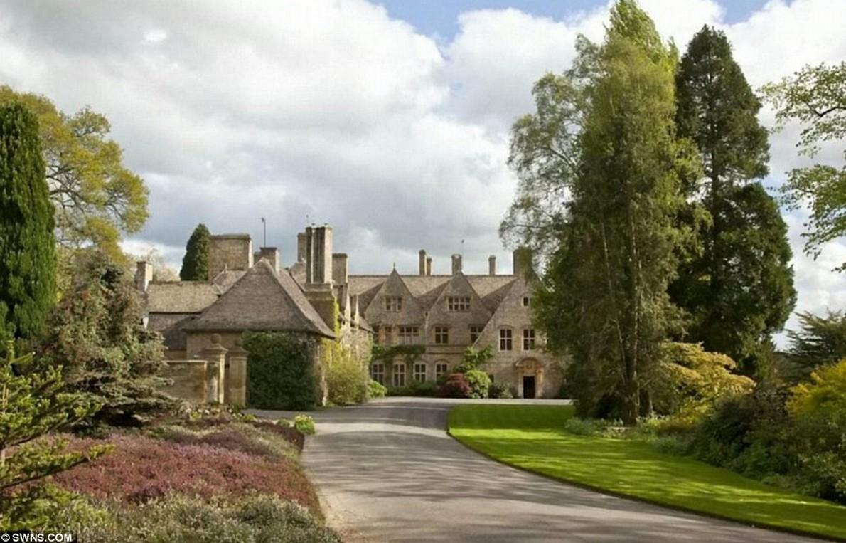 L'impressionante giardino della villa in Inghilterra