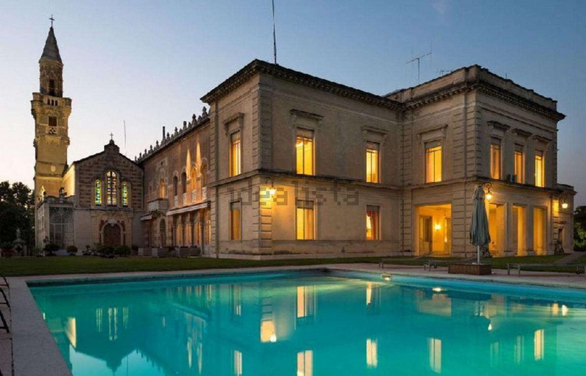 la casa di lusso con piscina a Verona