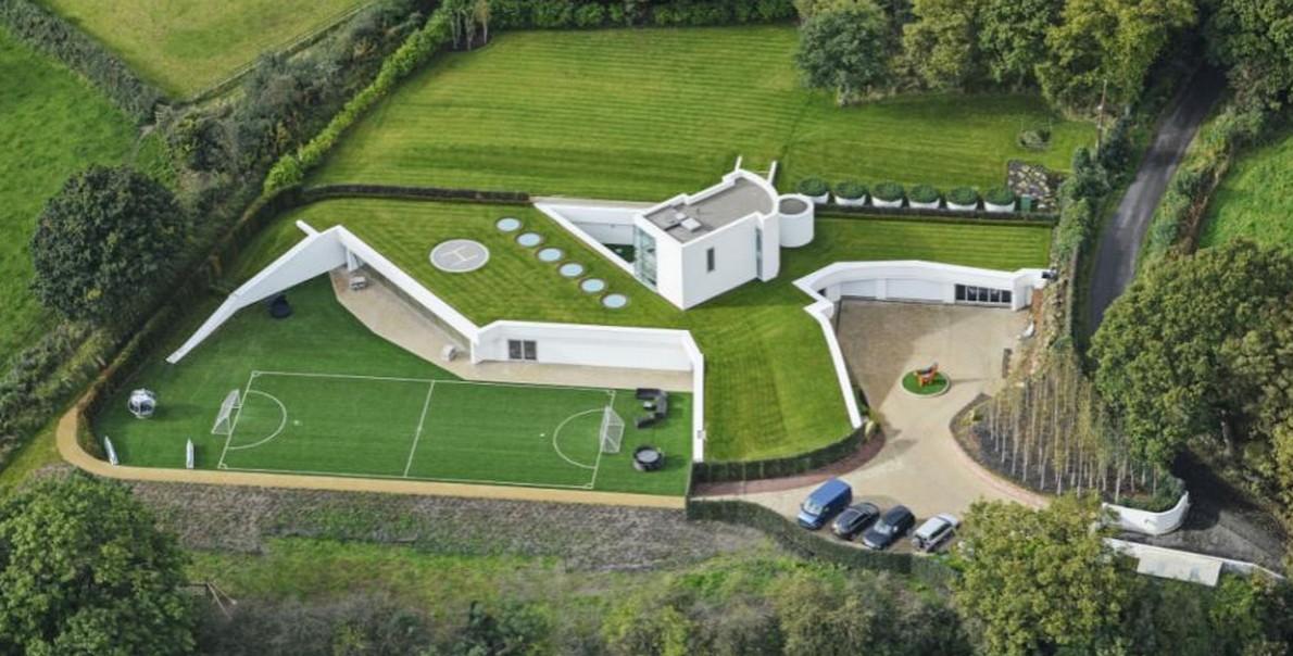 La spettacolare casa sotterranea costruita da un milionario nella campagna britannica - Costruire casa in economia ...
