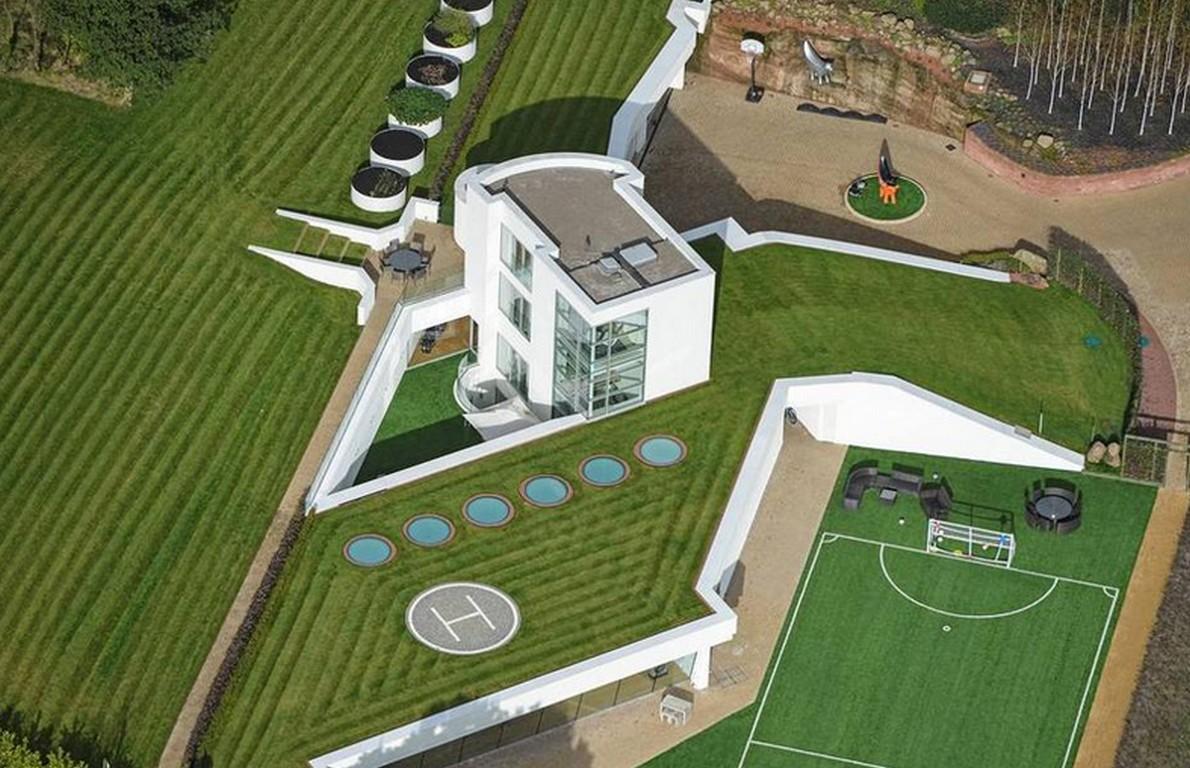 Una spettacolare vista della casa con giardino
