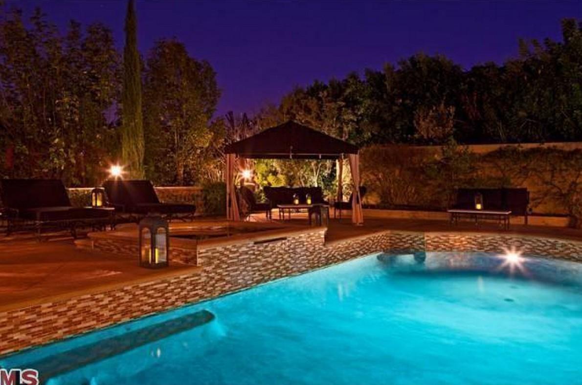 Charlie sheen vende due delle sue tre case di los angeles for Case in stile ranch da milioni di dollari