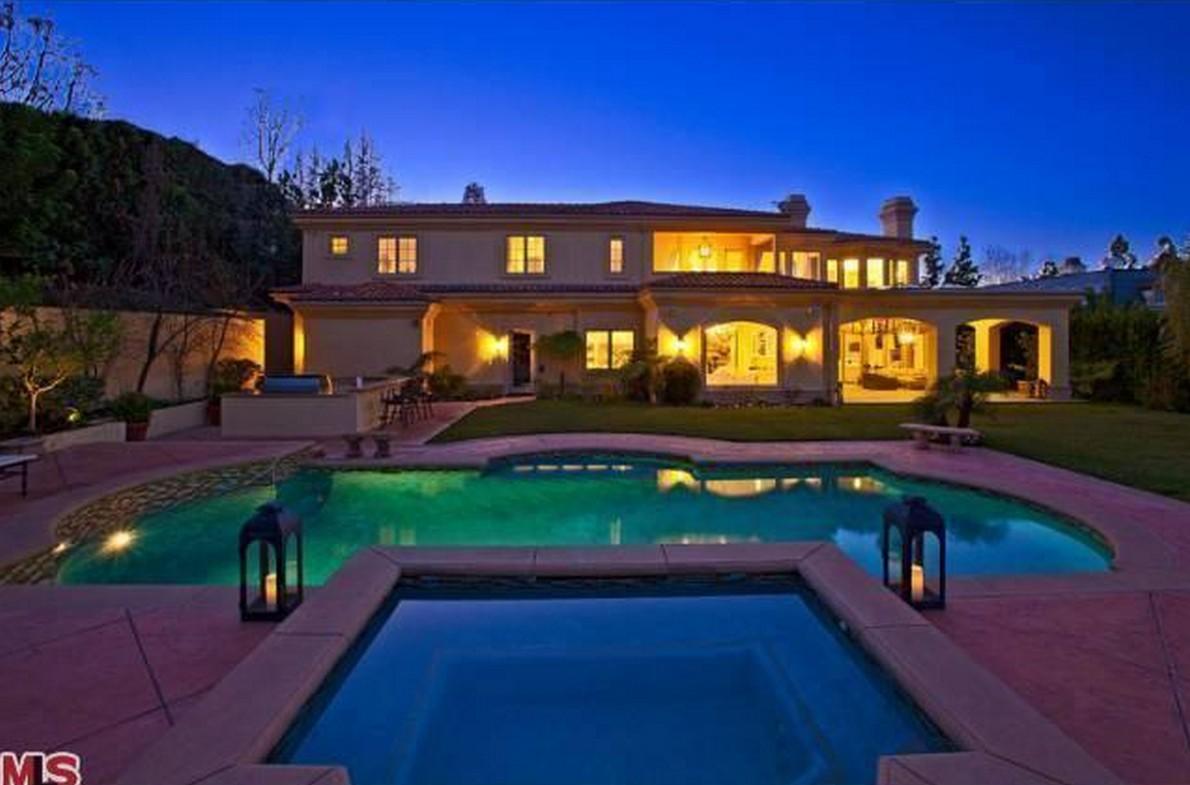 La lussuosa villa con piscina dell'attore a Los Angeles