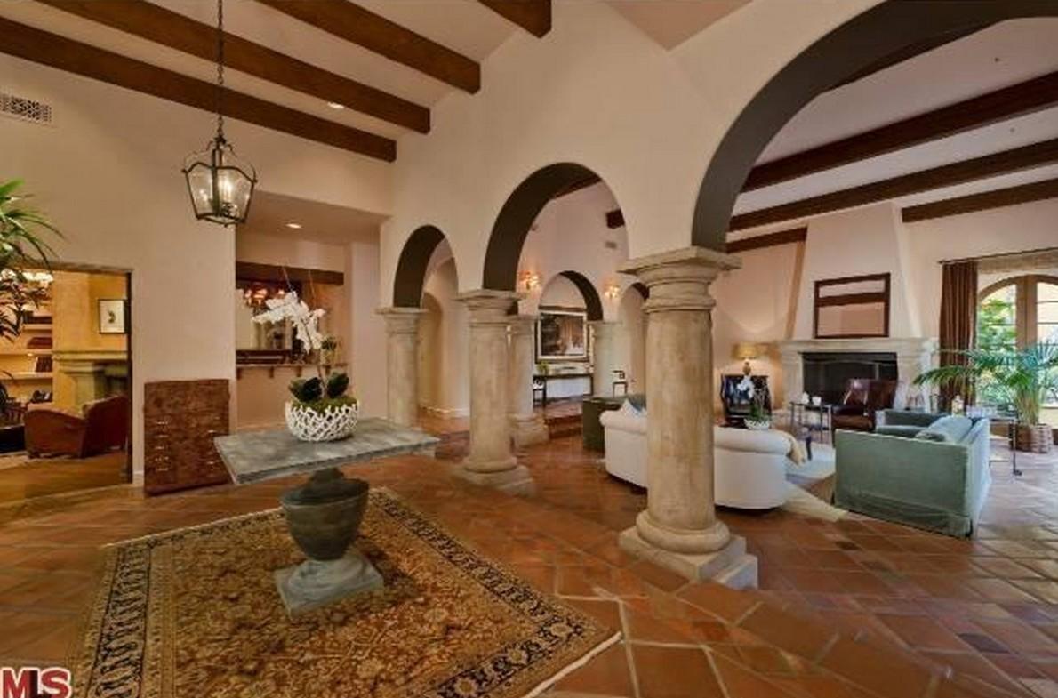 Charlie sheen vende due delle sue tre case di los angeles for Case in stile spagnolo
