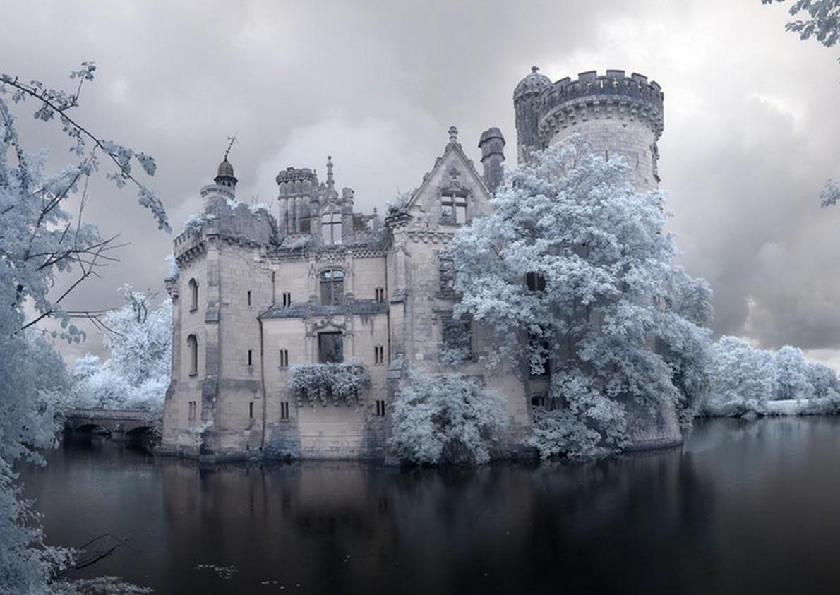 Il castello da favola abbandonato in Francia