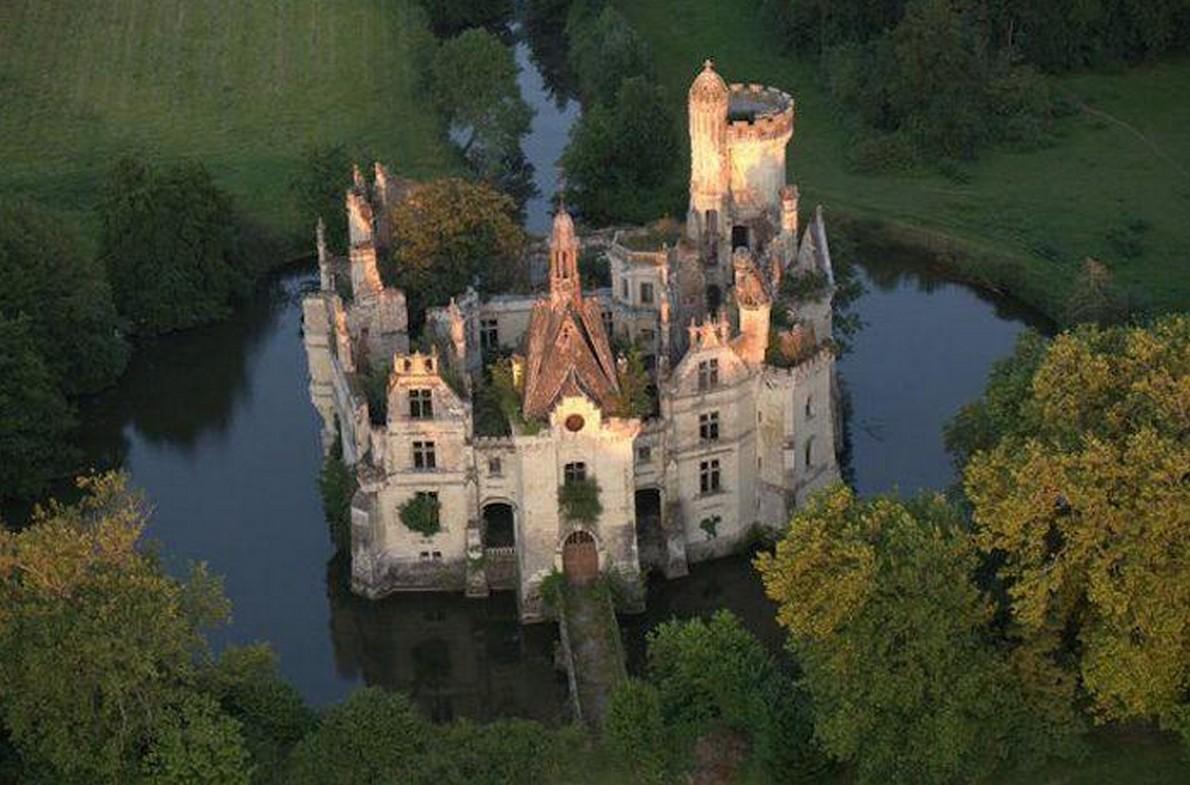 Un'immagine dall'alto del castello