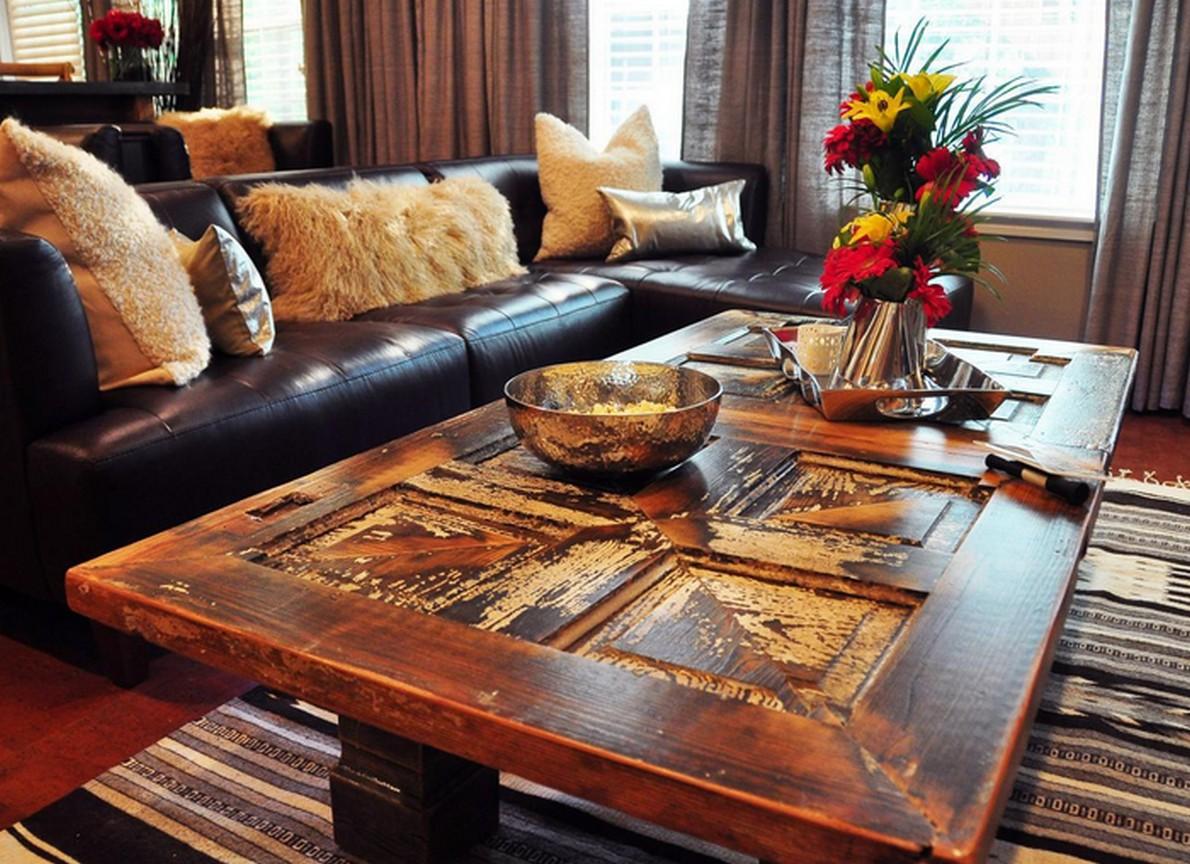 Tavolo vintage per il salone