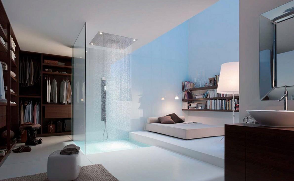 Una moderna doccia con getto a cascata