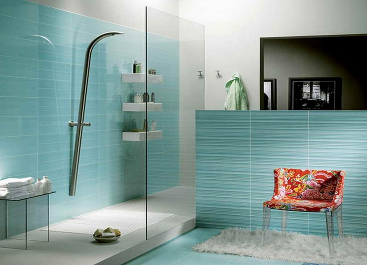 Doccia moderna in un bagno di design