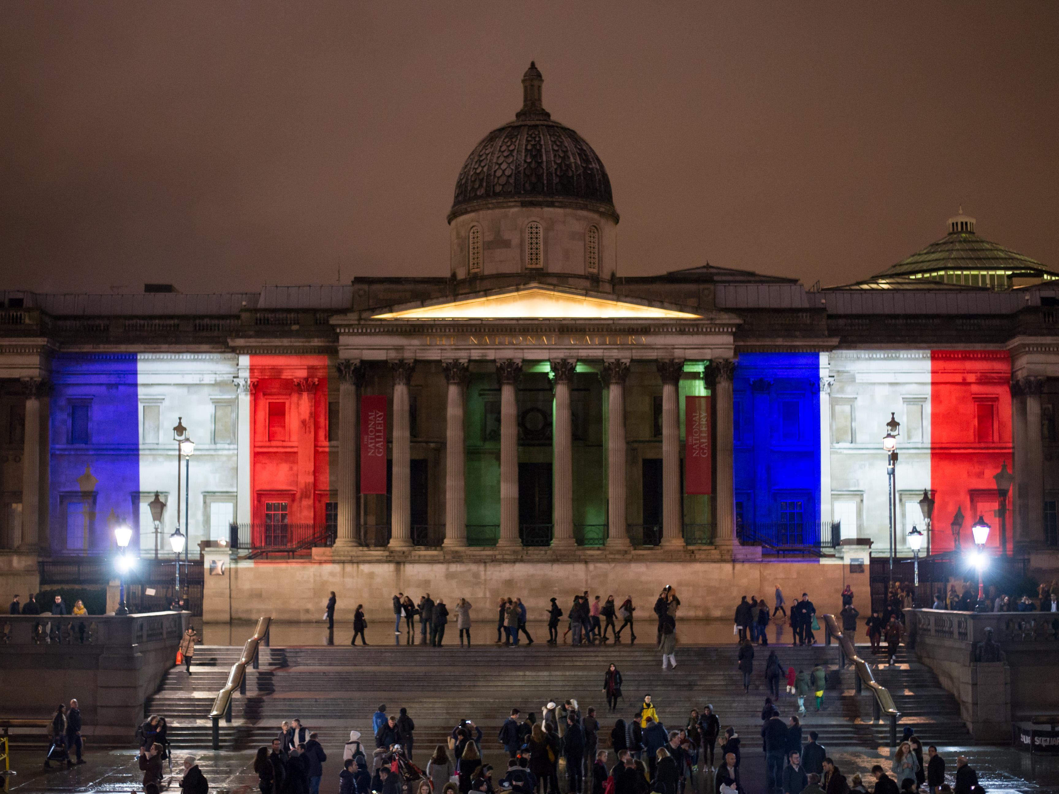 Il Municipio di Washington illuminato per ricordare le vittime