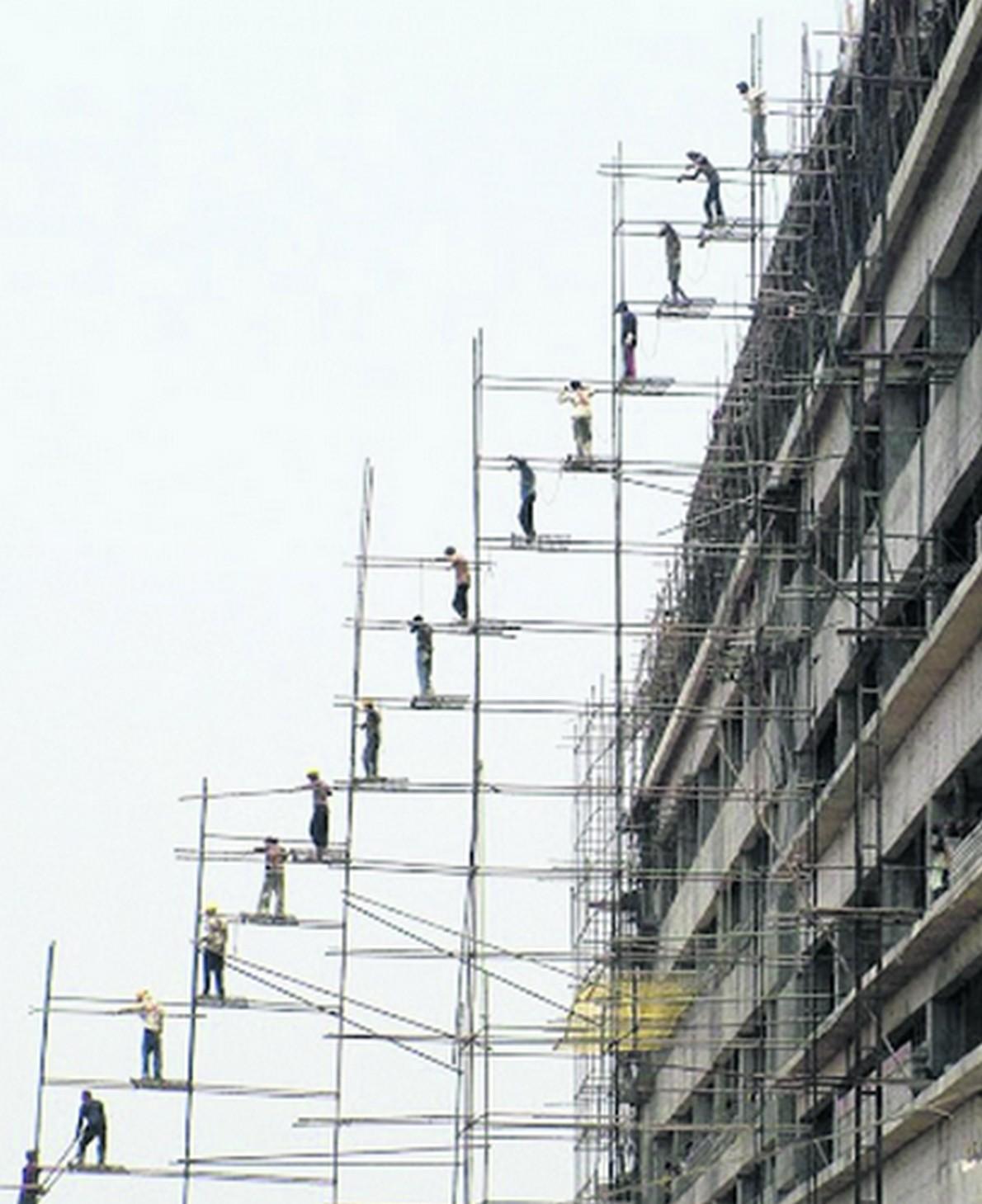 Suggestiva immagine di un edificio in costruzione