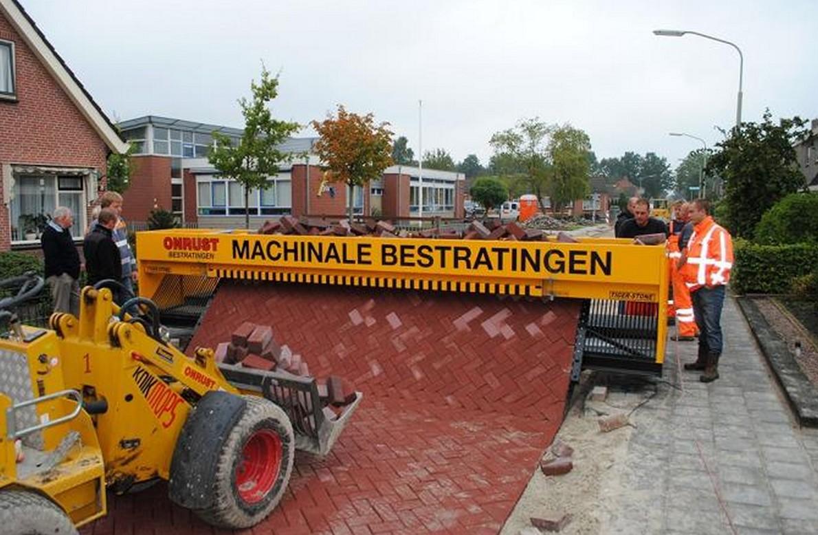 La macchina che realizza la pavimentazione rapidamente