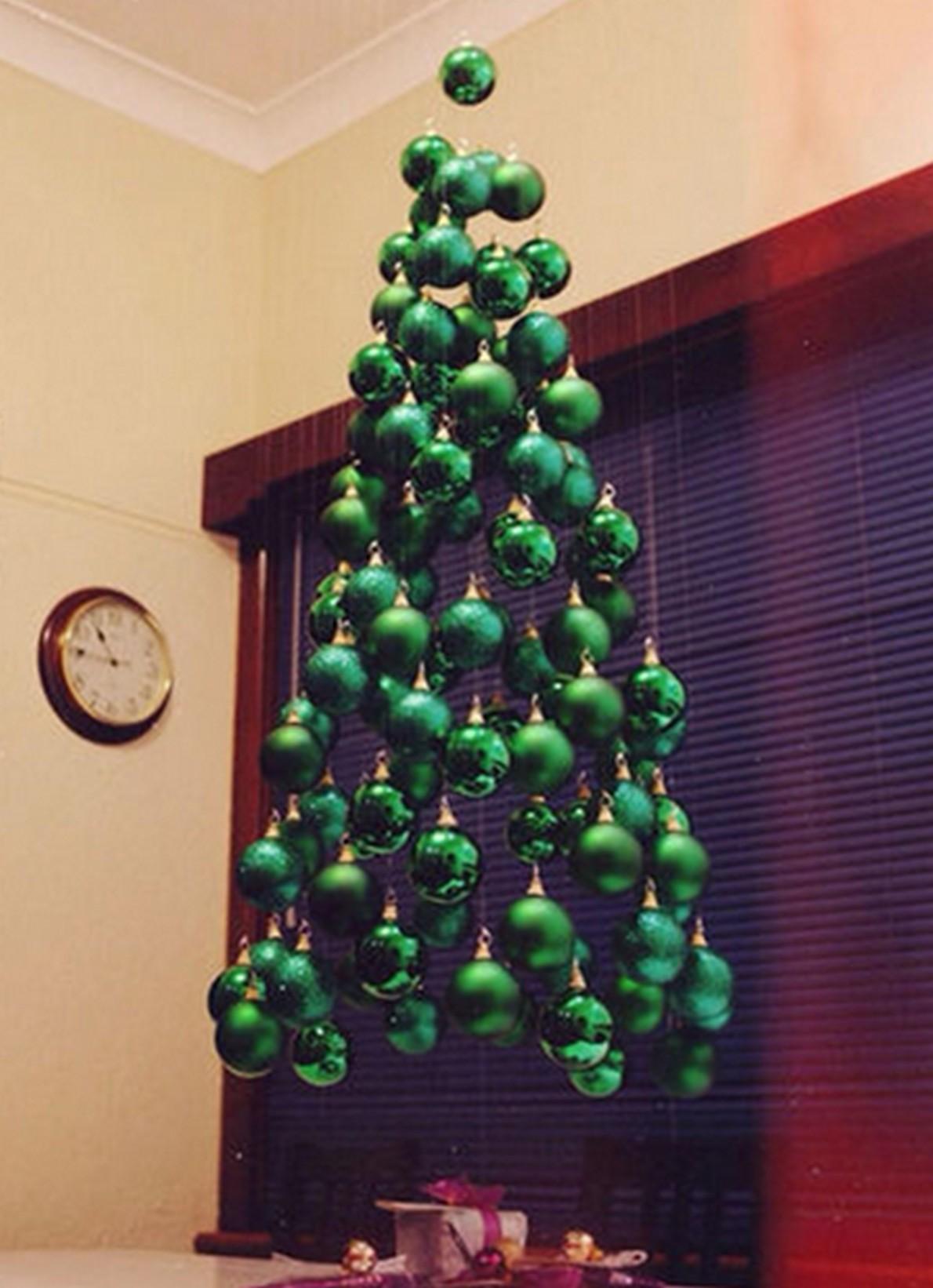 Ecco 10 spettacolari e non convenzionali alberi di for Decorazioni da appendere al soffitto