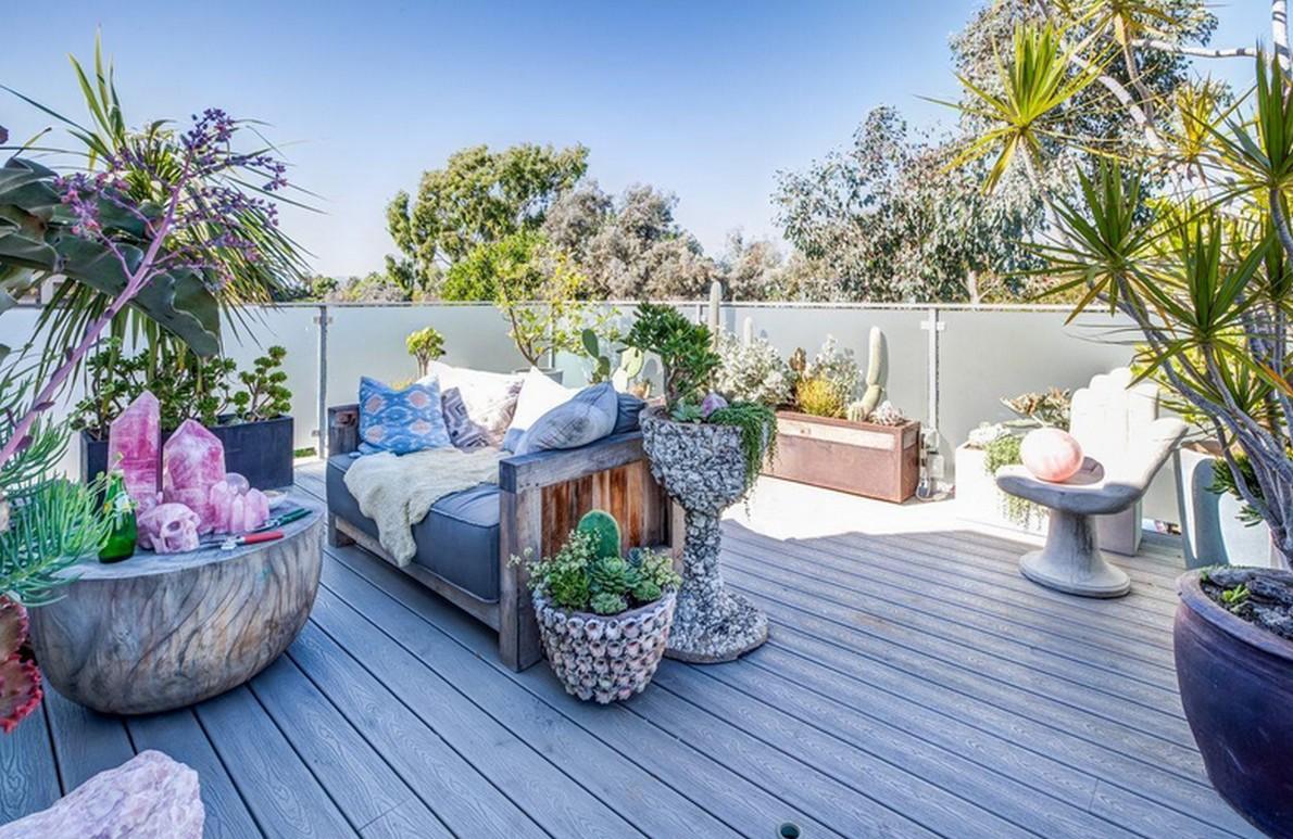 La grande terrazza della casa in California